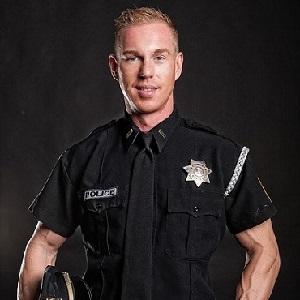 Stripper buchen mit Police Officer