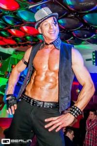 Gogo Vince zur Silvester Party Night buchen und Dance Performance Live erleben. Gogo-Dance Show