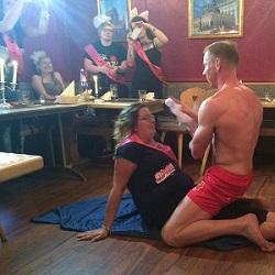Stripper Hellersdorf mit Marine beim Geburtstag